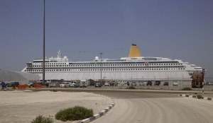 This year I took mum not to the airport but to Dubai Cruise Terminal - she's sailing back to Blighty! Here's her ship docked in Dubai....