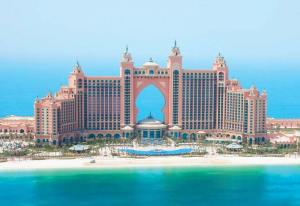 Atlantis The Palm: It's big, it's ugly - and it's fun for families